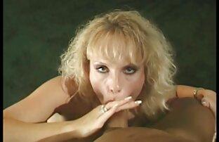 saugt einen Kunden Schwanz sexvideos von reifen frauen